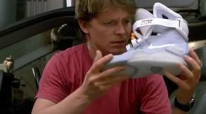 Image récupérée sur le site http://www.elle.fr/Loisirs/News/Retour-vers-le-futur-Nike-sort-les-baskets-auto-lacantes-de-Marty-McFly-3006655
